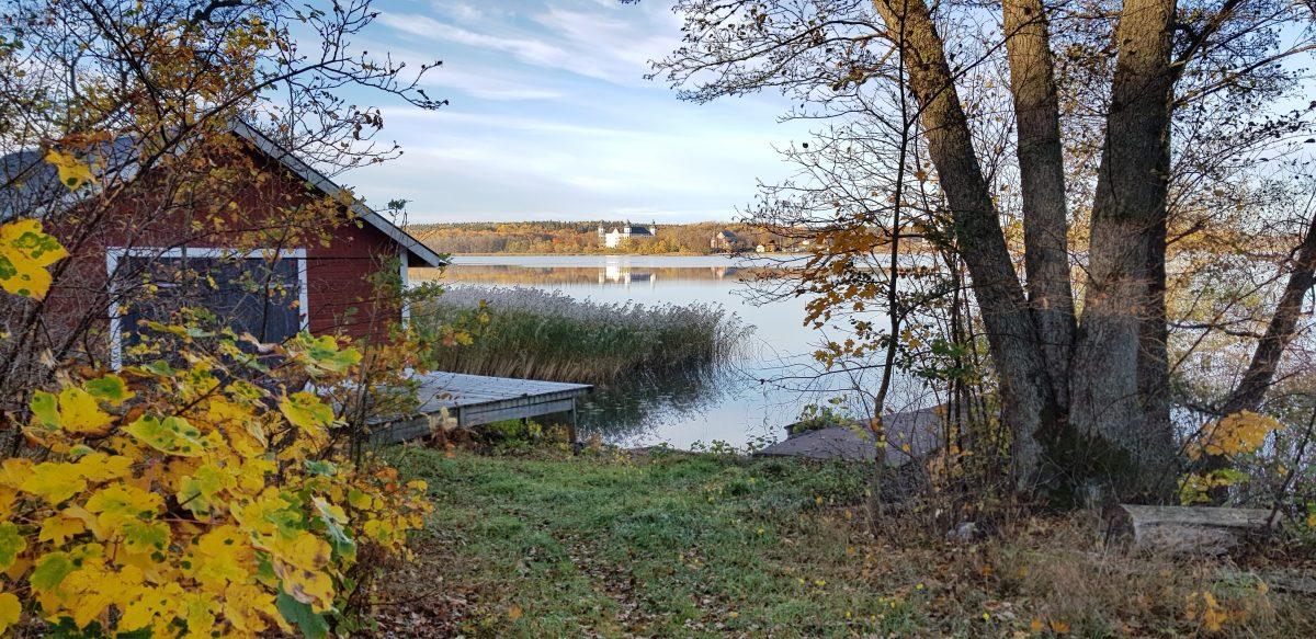 Ragnhildsvik-båthus-och-Skokloster-e1569964894714